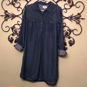 Old navy chambray dress. Gently worn. Collar.